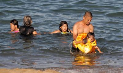 Khánh Hòa: Người dân vùng xanh được tắm biển từ 16/10