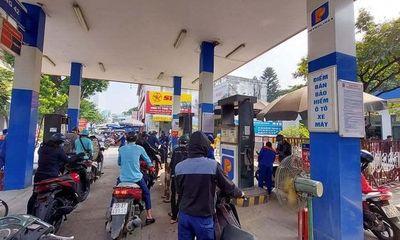 Giá xăng tăng sốc lên cao nhất trong hơn 7 năm, vượt ngưỡng 24.000 đồng/lít