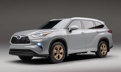 Toyota Highlander 2022 ra mắt màu đồng độc quyền với nhiều trang bị ấn tượng