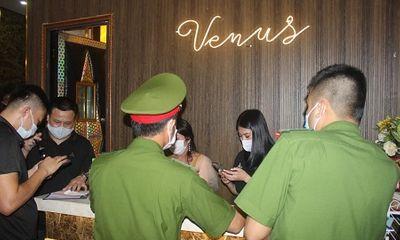 Hà Nội: Xử lý quán karaoke mở cửa cho người nước ngoài