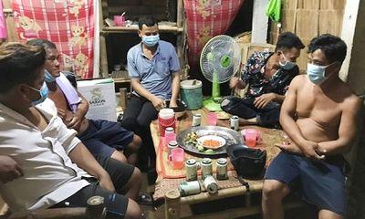 Tụ tập ăn nhậu khi đang giãn cách, nhóm 5 người bị phạt 75 triệu đồng