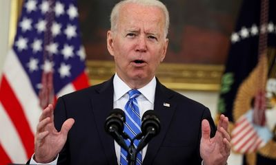 Tổng thống Biden kêu gọi tặng 100 USD cho người Mỹ tiêm vaccine COVID-19