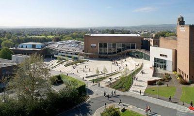 Trường đại học Anh tặng thưởng 10.000 bảng, cung cấp chỗ ở miễn phí nếu sinh viên hoãn nhập học