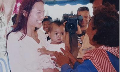 Lý do Angelina Jolie nhận con nuôi được tiết lộ, nụ cười rạng rỡ của cậu bé đã chinh phục đại minh tinh