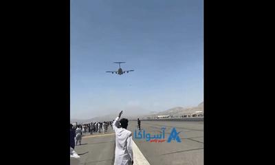 Người Afghanistan tuyệt vọng bám vào máy bay rời khỏi đất nước rồi rơi tự do giữa không trung