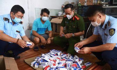 Hà Nội: Phát hiện hàng trăm hộp thuốc chữa COVID-19 không rõ nguồn gốc