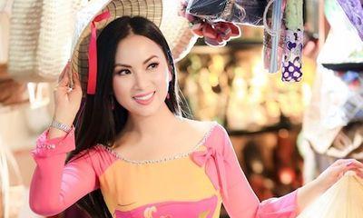 Em gái tỉ phú của ca sĩ Cẩm Ly làm từ thiện, tặng hàng trăm tấn lương thực cho bà con