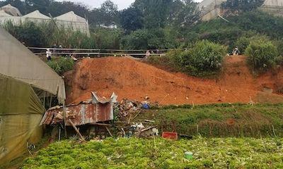 Đà Lạt: Sạt lở bờ taluy vùi lấp 4 người, 2 phụ nữ thiệt mạng