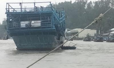 Quảng Ngãi mưa lớn kỷ lục, 3 ngư dân mất tích ở cửa biển Sa Cần