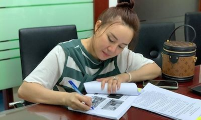 Vy Oanh nộp đơn yêu cầu Công an TP. HCM khởi tố bà Nguyễn Phương Hằng