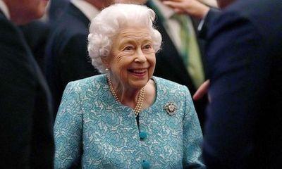 Nữ hoàng Anh Elizabeth II lần đầu xuất hiện sau thời gian nhập viện
