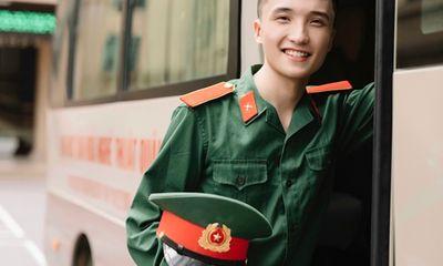 Cựu sinh viên Văn hóa Nghệ thuật Quân đội có nụ cười duyên cùng tiếng sáo
