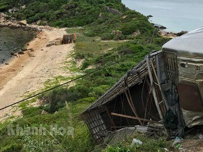Tin tức tai nạn giao thông ngày 5/8: Xe tải chở lợn bị lật ở đèo Cổ Mã, 1 ngươi chết
