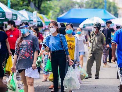 TP.HCM mở chợ dã chiến, người dân háo hức đi mua thực phẩm sau thời gian dài giãn cách
