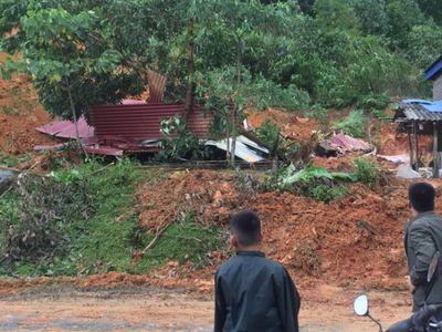 Hòa Bình: Sạt lở đất làm sập một ngôi nhà, 4 người thương vong