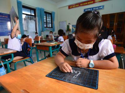TP.HCM: Cận cảnh ngày đầu hơn 200 học sinh xã đảo Thạch An nô nức đến trường