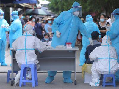Hà Nội có thêm 12 ca dương tính SARS-CoV-2, 4 ca liên quan ổ dịch ở Long Biên