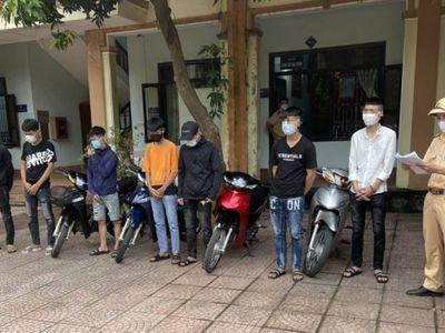 Xử phạt 11 thanh niên tụ tập đua xe trái phép ở Nghệ An