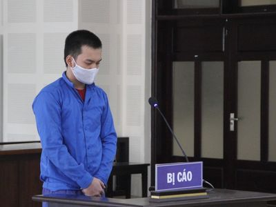 Đâm chủ nợ trọng thương, nam thanh niên lãnh án hơn 8 năm tù
