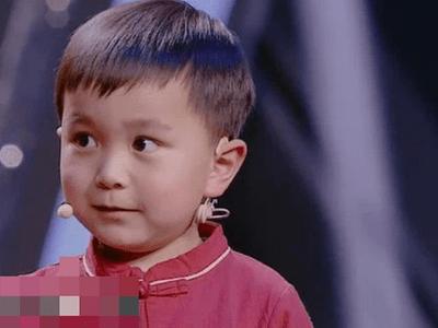 Bé 4 tuổi nhớ được cả trăm bài thơ cổ, tất cả đều nhờ một việc làm đơn giản của bà ngoại