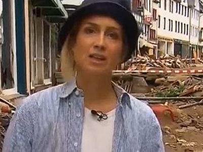 Tự bôi bùn đất lên người giả vờ cứu hộ cơn lũ, nữ phóng viên lập tức bị sa thải