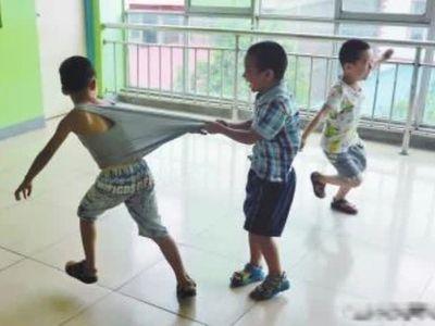Mẹ dạy con trai nếu bị bắt nạt phải