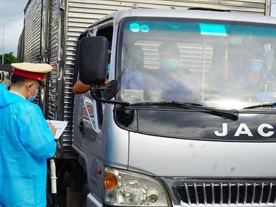 Đề nghị ưu tiên tiêm vaccine COVID-19 cho lái xe vận tải liên tỉnh, lao động tại cửa khẩu
