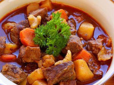 Cách nấu bò kho đậm đà, nóng hổi cho ngày mưa bão