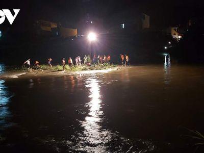 Vụ học sinh lớp 8 bị cuốn trôi trên sông Cầu: Tìm thấy thi thể cách hiện trường 10km
