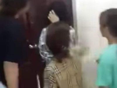 Vụ nữ sinh lớp 10 bị đánh hội đồng, nhiều người chứng kiến hò reo: Hiệu trưởng nói gì?