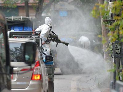 Bí thư Thành uỷ Hà Nội đề nghị bộ Tư lệnh Thủ đô phun khử khuẩn diện rộng thành phố