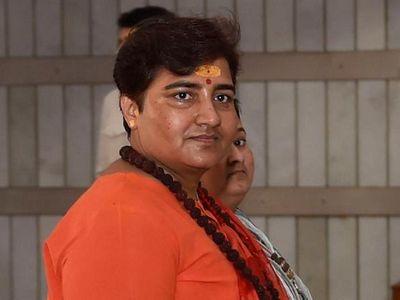 Bất chấp cảnh báo, nữ nghị sĩ Ấn Độ vẫn khuyên người dân uống nước tiểu bò để chống COVID-19