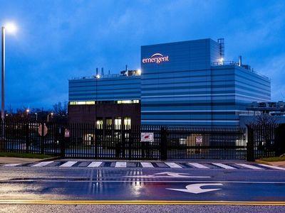 Nhà máy từng làm hỏng 15 triệu liều vaccine ngừa COVID-19 được tiếp tục sản xuất