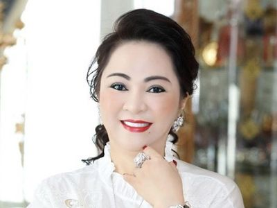 Giữa ồn ào sao kê kiện tụng, bà Phương Hằng tặng 20.000 hộp găng tay y tế cho tuyến đầu chống dịch