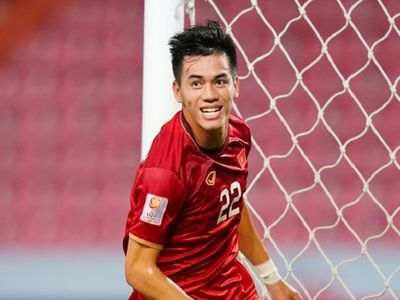 Tiến Linh san bằng kỷ lục của cựu tiền đạo Lê Công Vinh tại vòng loại World Cup