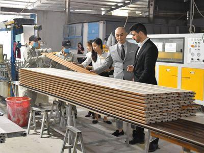 Gỗ nhựa Việt Ý - Nhà máy đầu tiên sản xuất gỗ nhựa tại Việt Nam