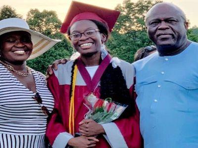 Nữ sinh 17 tuổi từ chối gói học bổng 40.000 USD, nguyên nhân đằng sau khiến ai cũng xúc động