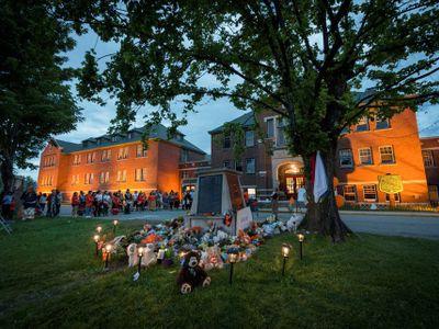 Canada: Phát hiện thêm hàng trăm ngôi mộ không chủ ở gần một trường nội trú
