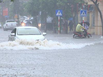 Mưa lớn nhiều giờ, nhiều tuyến đường ở Quảng Ninh ngập lụt nghiêm trọng