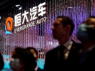 Công ty xe điện của China Evergrande thừa nhận thiếu tiền mặt,