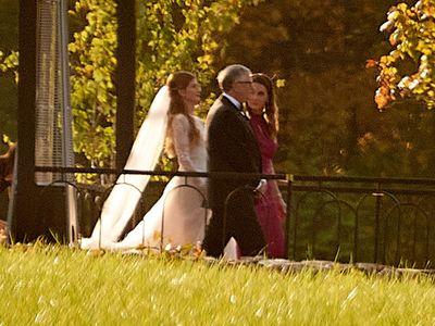 Tỷ phú Bill Gates tái ngộ vợ cũ trước hôn lễ của con gái lớn