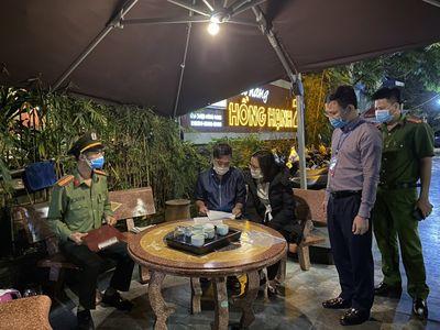 Hạ Long: Để các cơ sở ăn uống vi phạm quy định phòng dịch, 3 chủ tịch phường bị đình chỉ