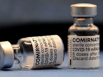 Hơn 340 liều vaccine COVID-19 được bảo quản trong tủ đông nhưng quên cắm điện