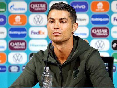 Coca-Cola bốc hơi 4 tỷ USD chỉ sau 30 phút vì hành động của Ronaldo