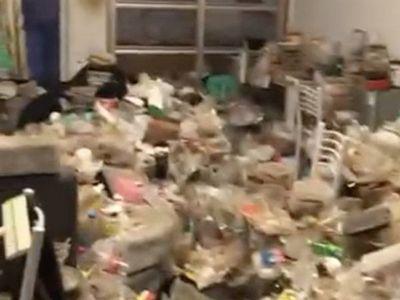 Bất ngờ kiểm tra, chủ nhà phát hoảng trước đống rác ngập ngụa trong phòng trọ của nam sinh viên đẹp trai