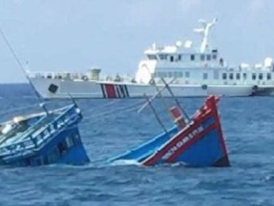 Tàu không rõ lai lịch tông chìm tàu cá Quảng Bình, 5 ngư dân gặp nạn