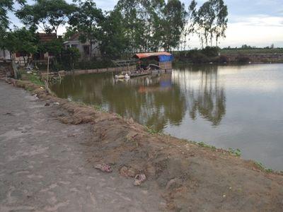 Nghệ An: Bàng hoàng phát hiện thi thể mẹ ôm con 5 tuổi dưới ao nước