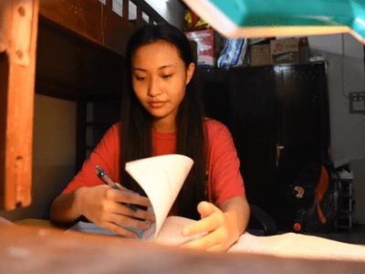 Nữ sinh ở làng trẻ SOS Hải Phòng giành học bổng