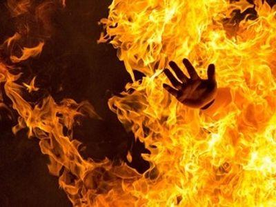 Khởi tố người phụ nữ hất xăng đốt
