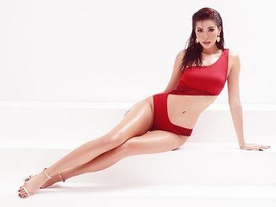 """Minh Tú diện bikini nóng bỏng với chỉ số hình thể chuẩn """"đồng hồ cát"""""""